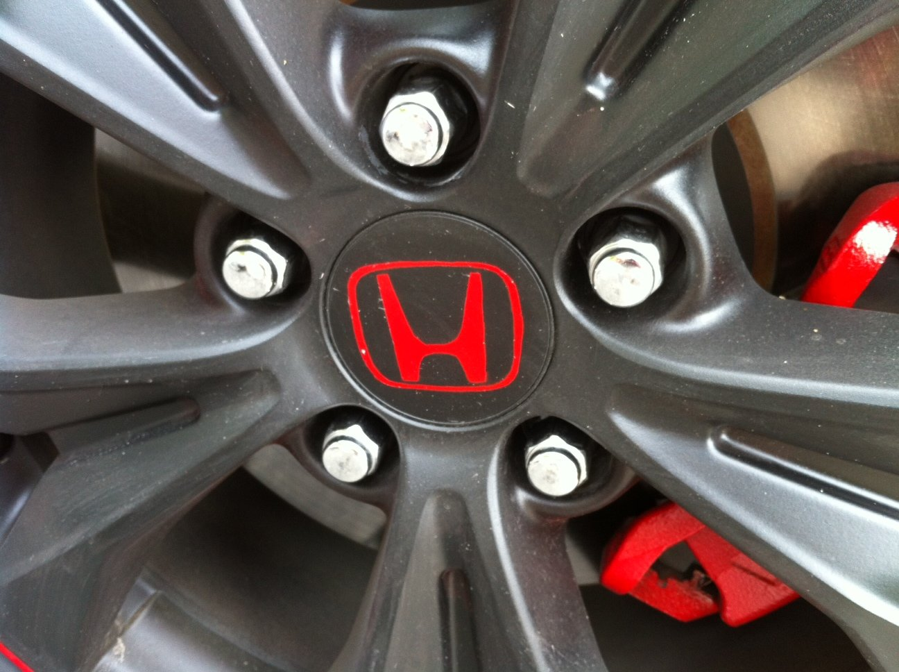Poor mans plasti dip rims with red outline-honda-center-cap.jpg